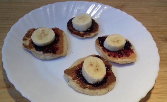 mini amerikai palacsinta banánnal